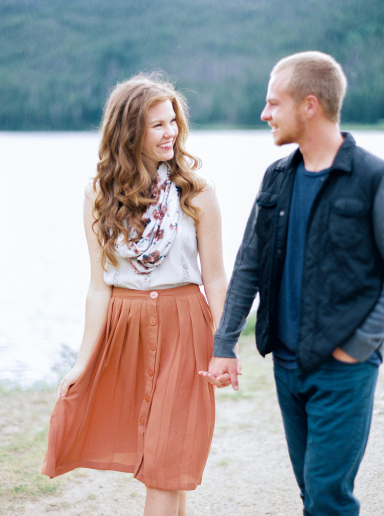 Colorado lakeside engagement