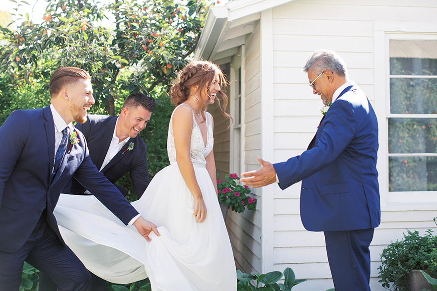 father of the bride seeing his daughter for the first time on her wedding day