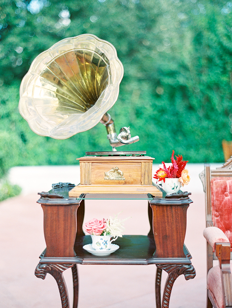 Antique gramophone is a unique wedding decoration