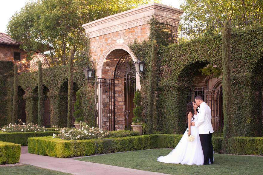 Bride & groom kiss outside the gates of Villa Siena