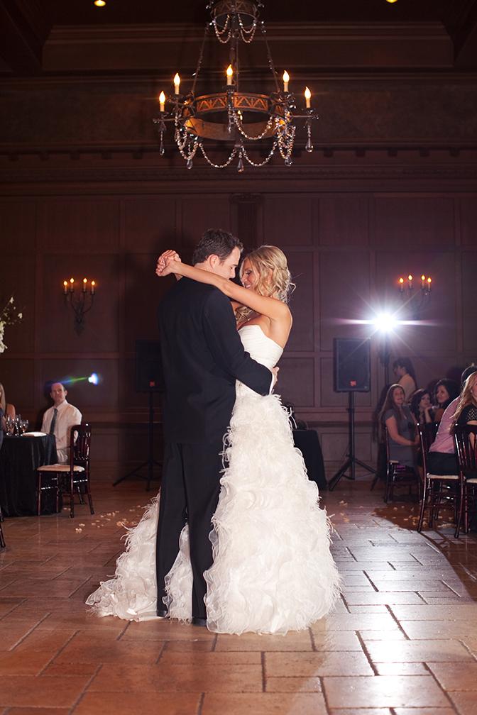 Bride & Groom share t heir first dance