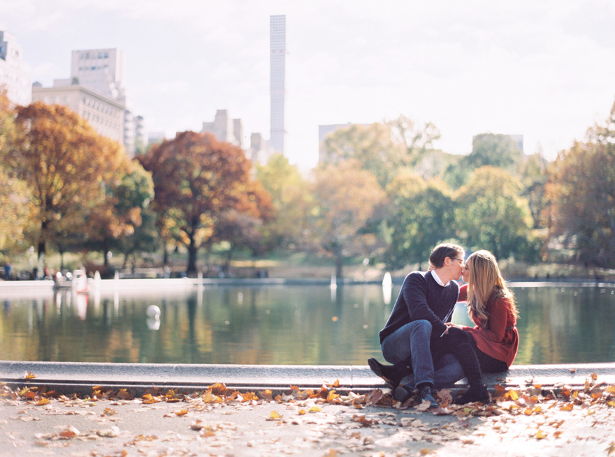 couple kissing in Central Park, engagement photo session