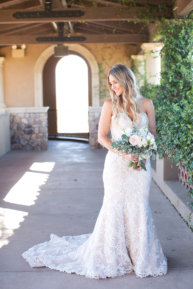 Bride in lace with a delicate blush bouquet