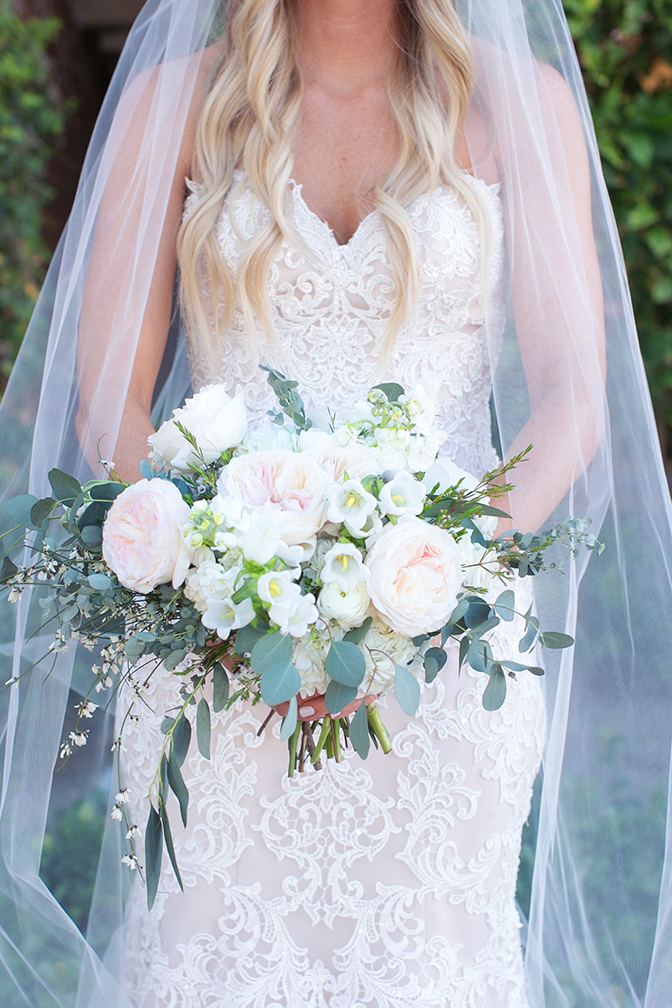 Delicate bouquet of whit and blush flowers