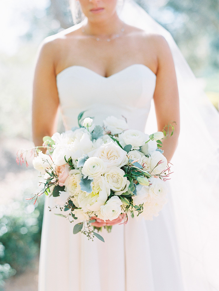 bridal bouquet in white & blush