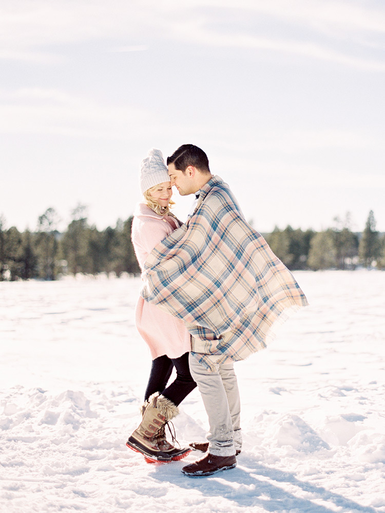 winter snow engagement photo outfits
