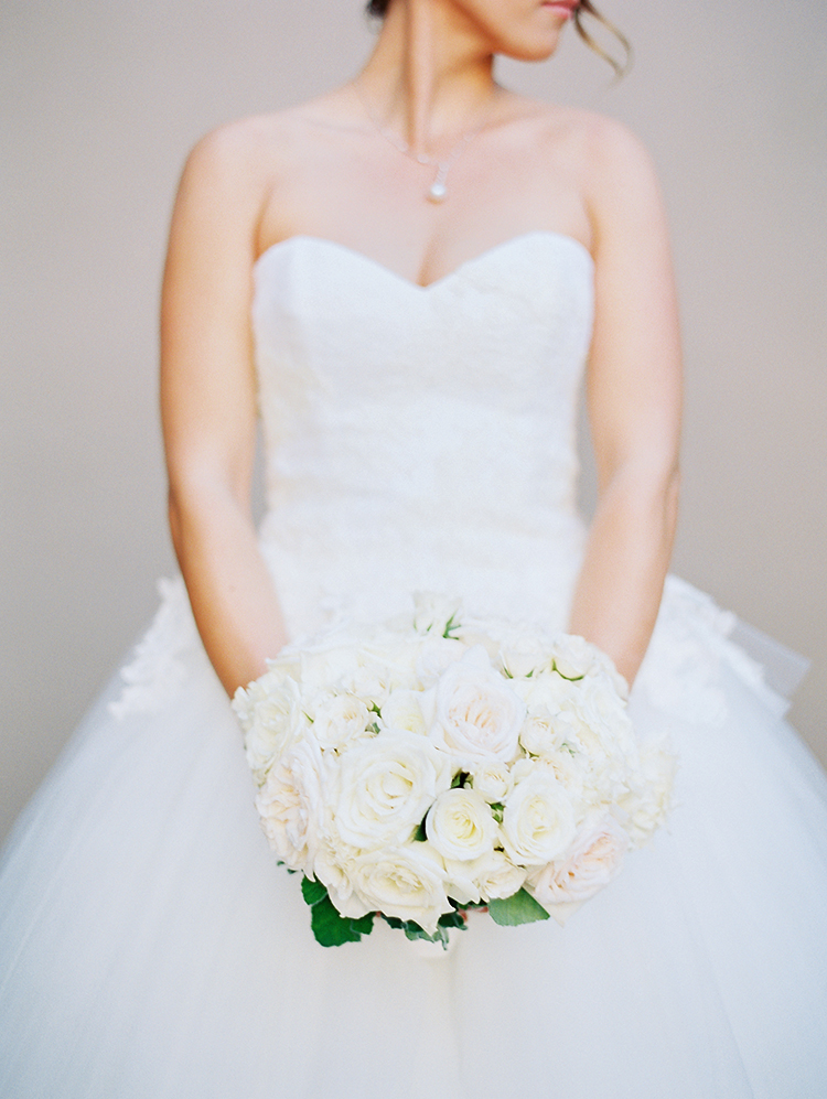 pale white and pink wedding bouquet
