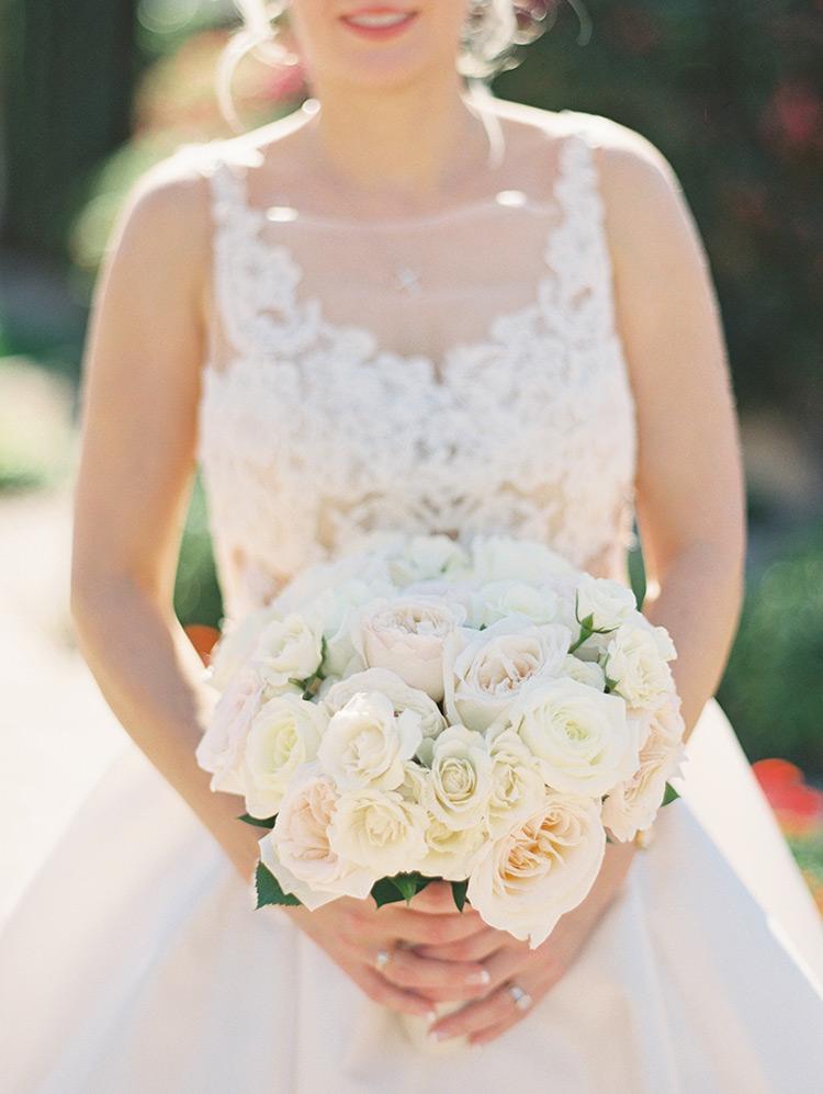delicate bouquet in white & blush