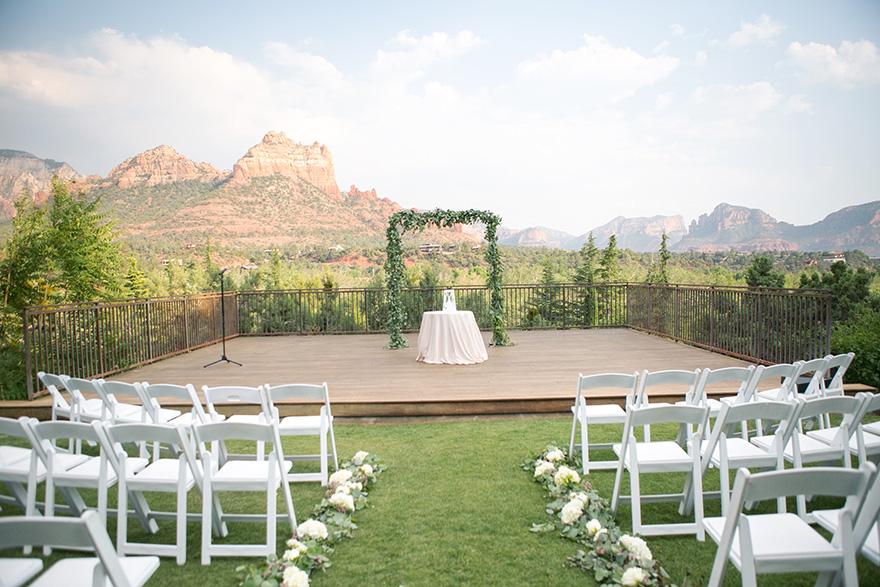 outdoor wedding at L'Auberge de Sedona