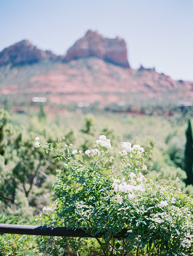 outdoor wedding ceremony at L'Auberge de Sedona