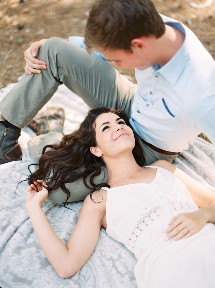 simple engagement shoot outfits