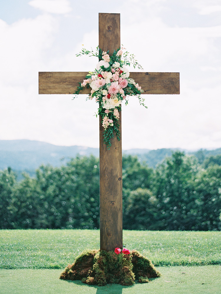 large wood cross for outdoor wedding ceremony
