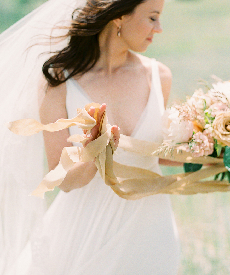 gold silk ribbons on the bride's bouquet