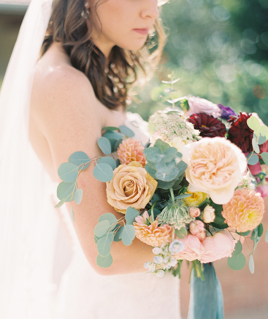 rich & dreamy wedding bouquet