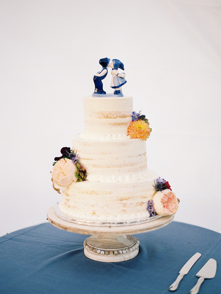 nearly naked cake with Delftware topper