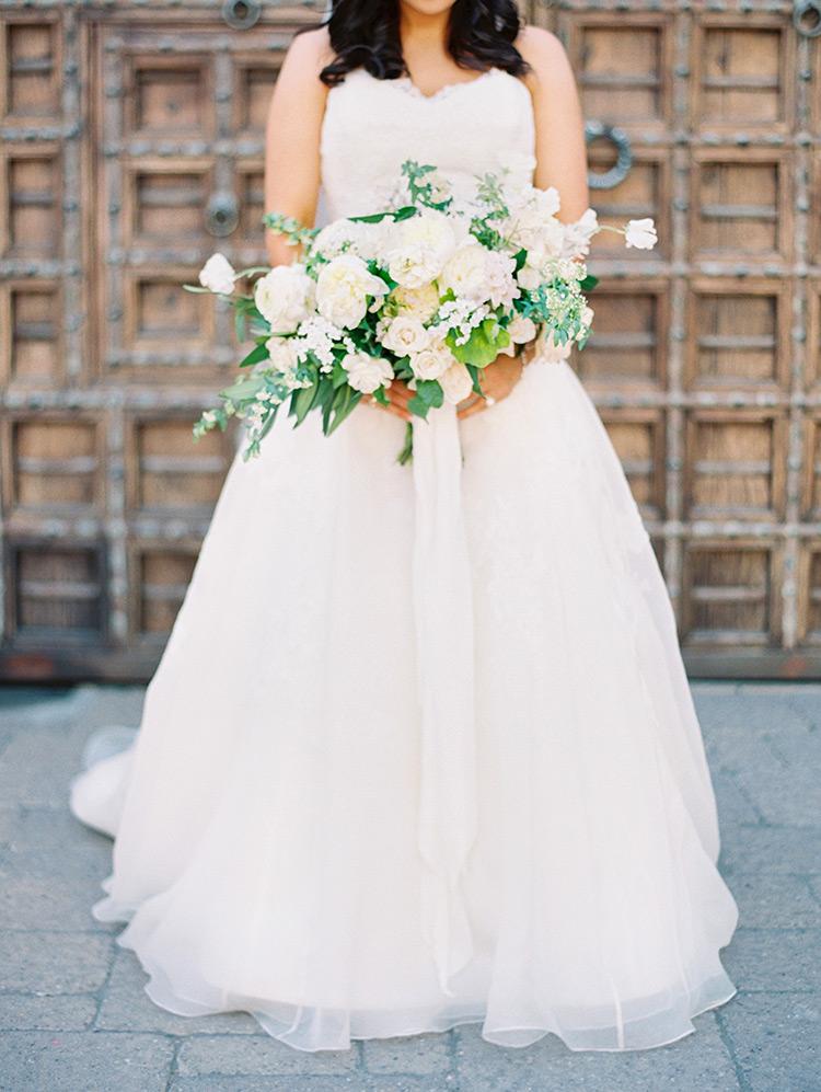 pale, romantic bridal bouquet