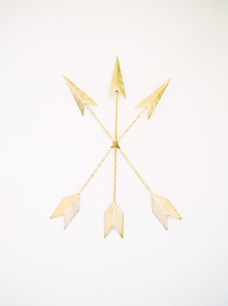 Wall decor of three golden arrows for a stylish home.