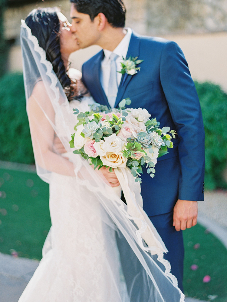 romantic wedding at the Montelucia in Scottsdale