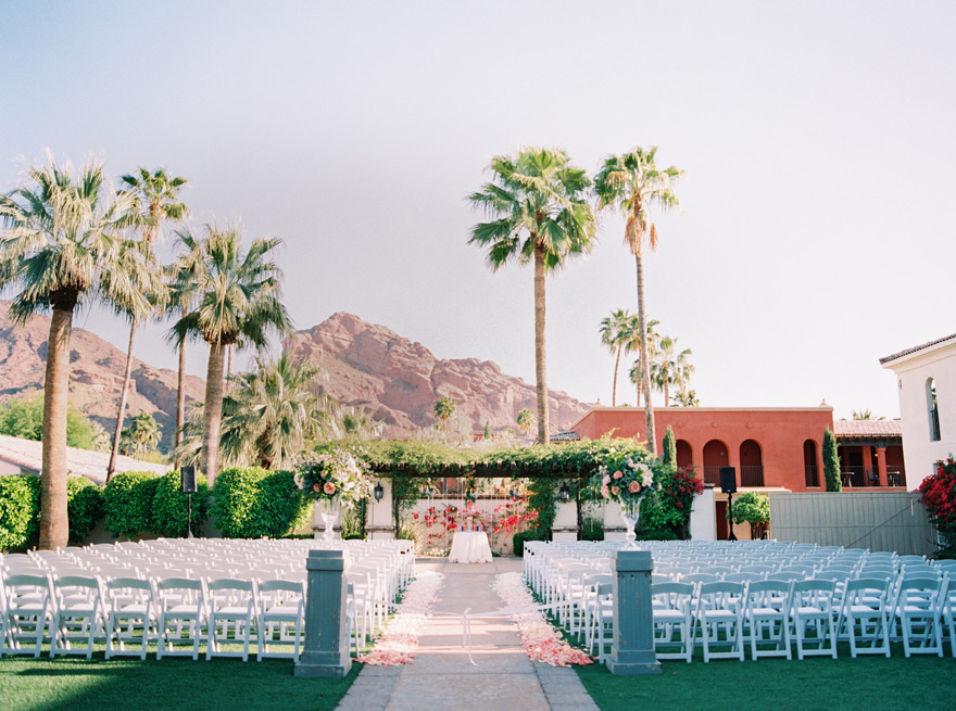 outdoor wedding ceremony in Scottsdale, AZ