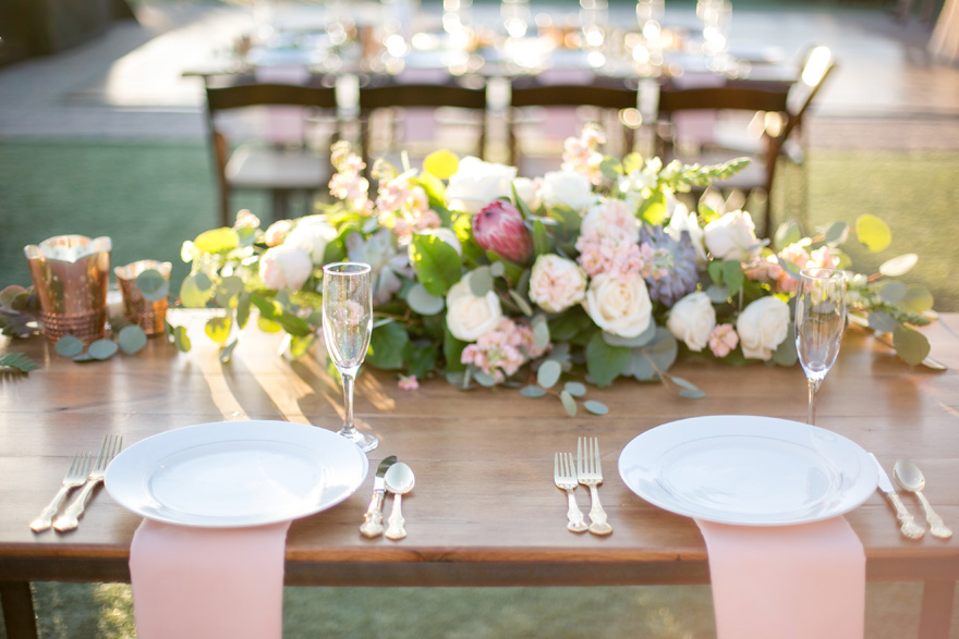 desert-inspired florals, outdoor reception