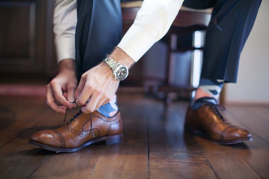 Brown leather brogues and colorful socks for the groom
