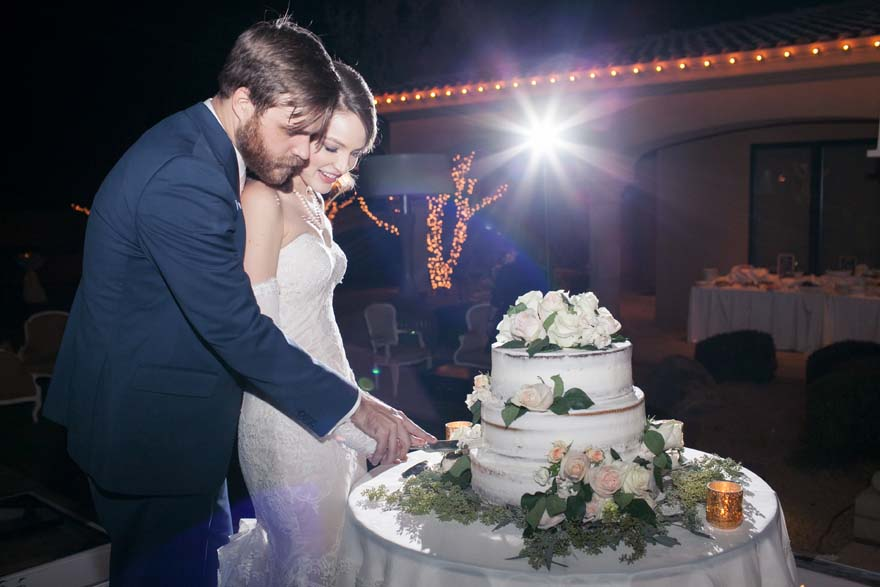 Curling the wedding cake