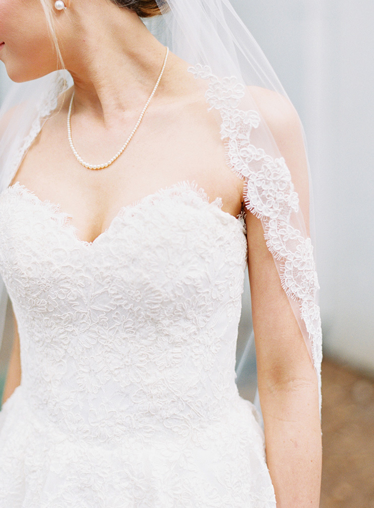 lace wedding dress & scalloped edge veil