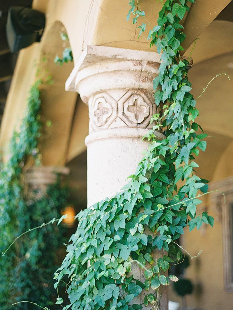 vines and columns at Villa Siena