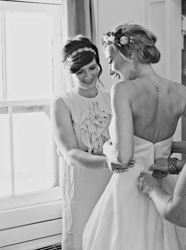 finishing touches for the bride
