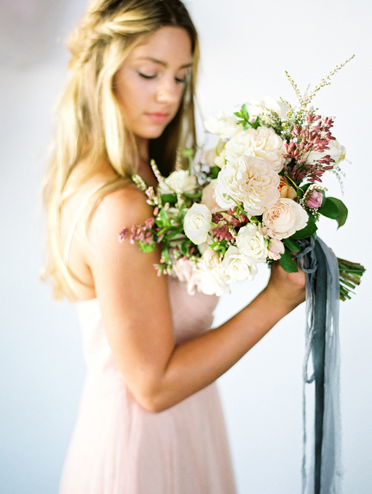 loosely structured bouquet with silk ribbons